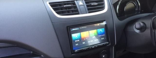 スイフト【スズキ】ラジオが専用カプラになってる・・・でも、取付キット使えばダイジョウブイ。カーナビ取付