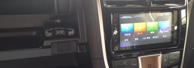 ラクティス【トヨタ】 ラジオアンテナが専用なのね カーナビ・ETC取付