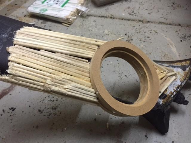割り箸とホットボンドで骨組み