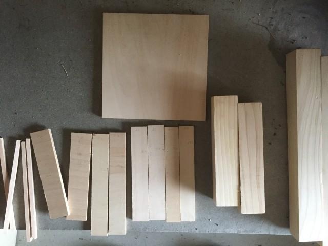 パズルの台座の材料