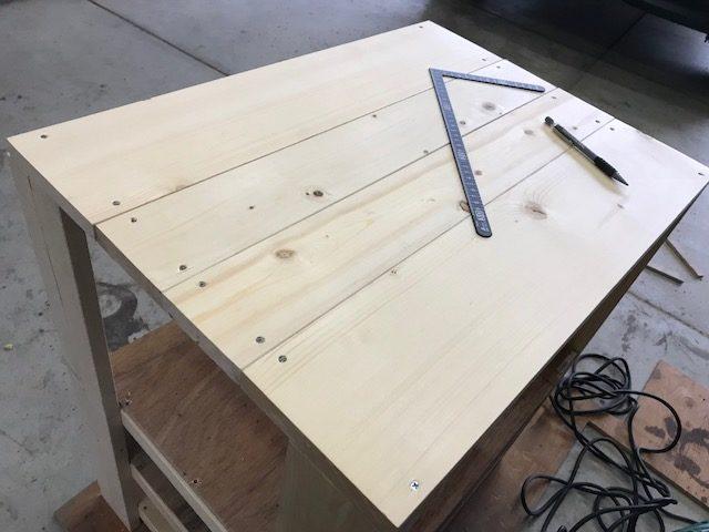 天板を組み合わせる