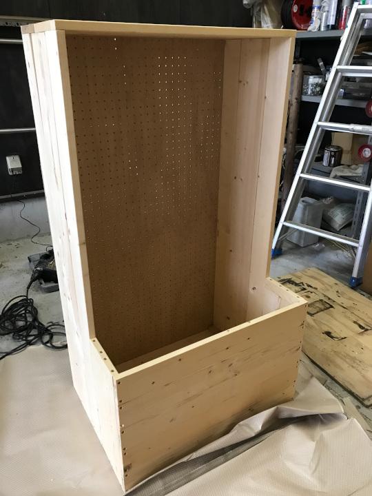 棚に有効ボードを木ネジで固定