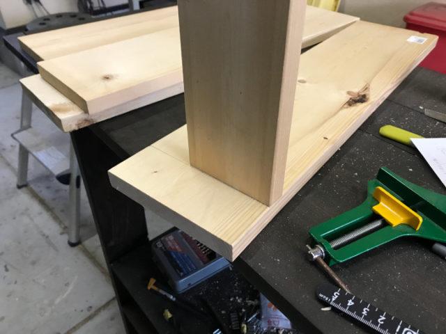 板の固定は難しい