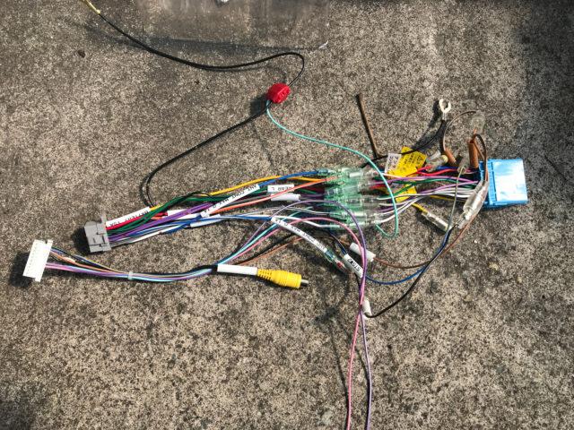 カーナビの電源配線を取付キットと接続